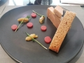 Mi-cuit de foie gras de canard, gelée de fraise et lilas chutney rhubarbe